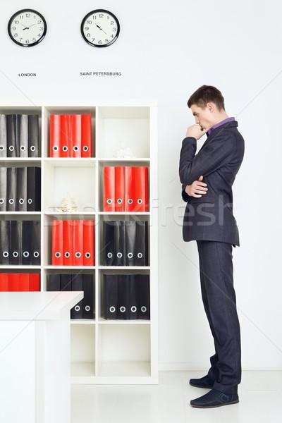 小さな ビジネスマン 失わ 考え オフィス ビジネス ストックフォト © PetrMalyshev