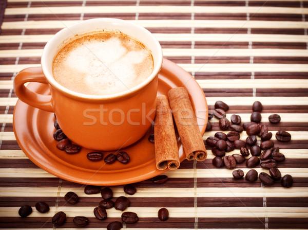 Tasse de café fraîches fèves bambou serviette rouge Photo stock © PetrMalyshev