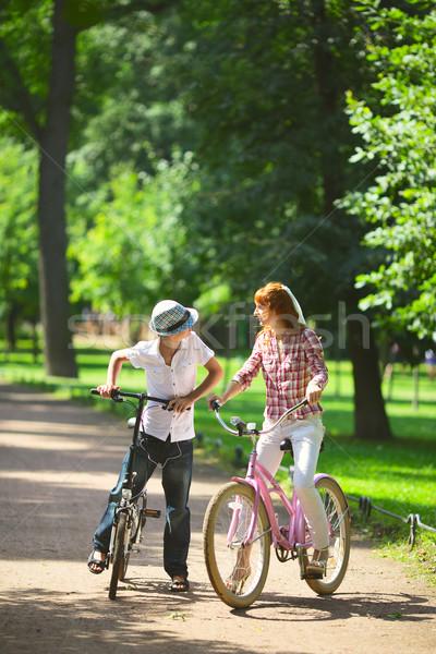 Moeder zoon park fiets vrouw boom Stockfoto © PetrMalyshev