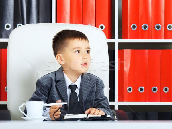 Weinig zakenman jongen kantoor werk pen Stockfoto © PetrMalyshev