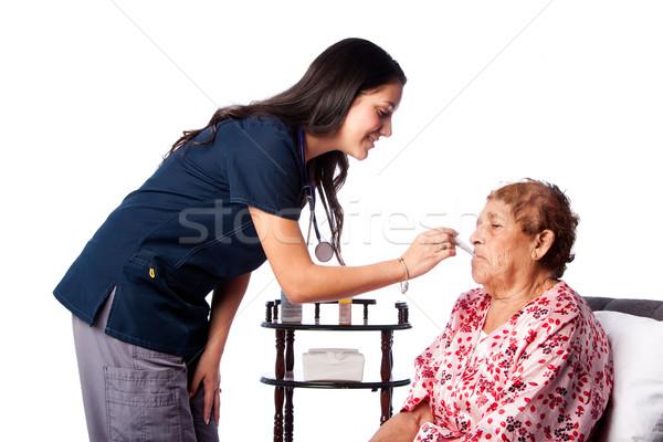 シニア 健康 温度 看護 女性 ストックフォト © phakimata