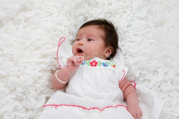 Bébé blanche couverture fille Photo stock © phakimata