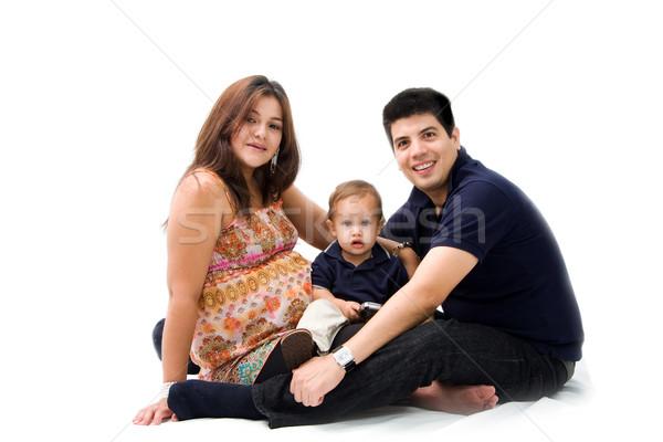 Nouvelle famille mère père en fils jeunes séance Photo stock © phakimata