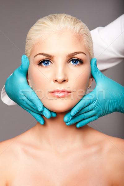 Cosmétiques plastique chirurgien toucher visage belle Photo stock © phakimata