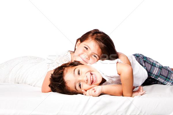 Boldog testvérek fivér lánytestvér mosolyog együtt Stock fotó © phakimata