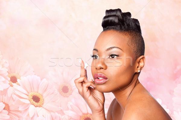 Bőrápolás krém arc gyönyörű nő jelentkezik hidratáló Stock fotó © phakimata