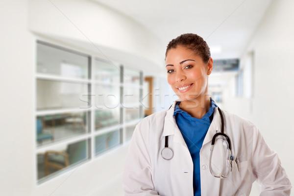 Foto stock: Feliz · sorridente · médico · hospital · belo · atraente