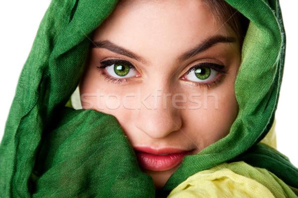 Visage yeux verts écharpe portrait mystérieux belle Photo stock © phakimata