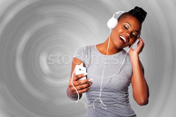 Bela mulher ouvir música belo mulher jovem fones de ouvido móvel Foto stock © phakimata