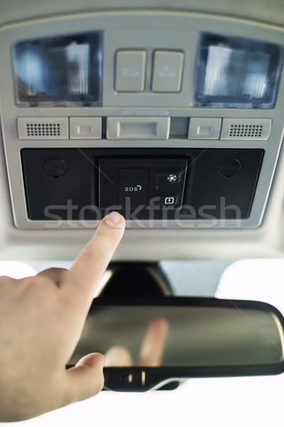 Sos botão carro alarme mão alcançar Foto stock © Phantom1311