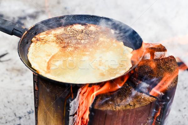 Főzés palacsinták tűz kicsi férfi természet Stock fotó © Phantom1311