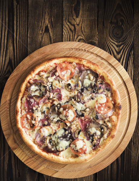 Pizza vágódeszka gombák sajt étel konyha Stock fotó © Phantom1311