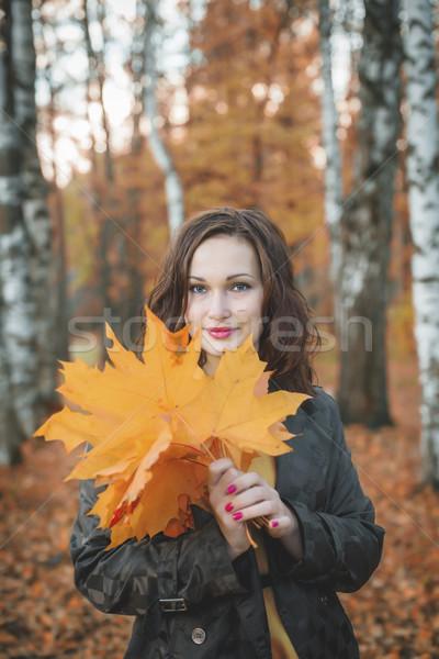 Fiatal nő tart fa levelek kezek mosolyog Stock fotó © Phantom1311