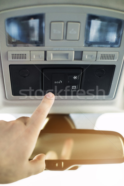 Sos knop auto alarm hand bereiken Stockfoto © Phantom1311