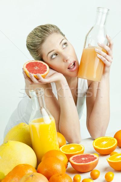 портрет цитрусовые апельсиновый сок продовольствие женщины Сток-фото © phbcz