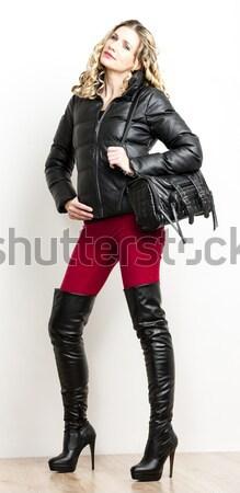 Permanente vrouw verkwistend kleding Stockfoto © phbcz