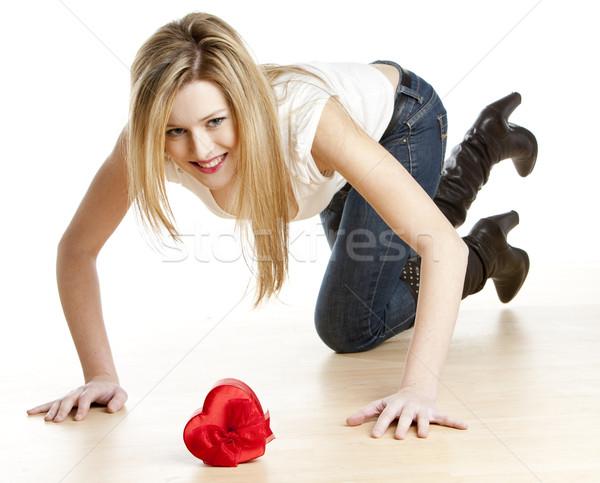 Térdel nő szív boldog fiatal egyedül Stock fotó © phbcz