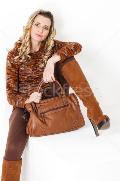 Séance femme brun vêtements bottes Photo stock © phbcz