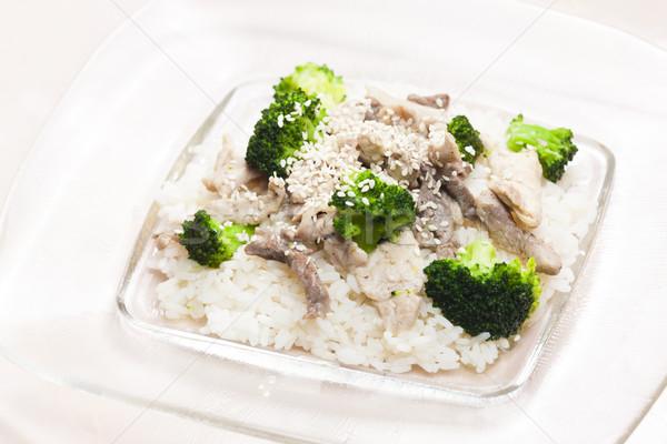 Domuz eti et brokoli pirinç plaka sebze Stok fotoğraf © phbcz