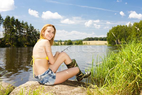 Pesca estanque verano mujer bikini Foto stock © phbcz