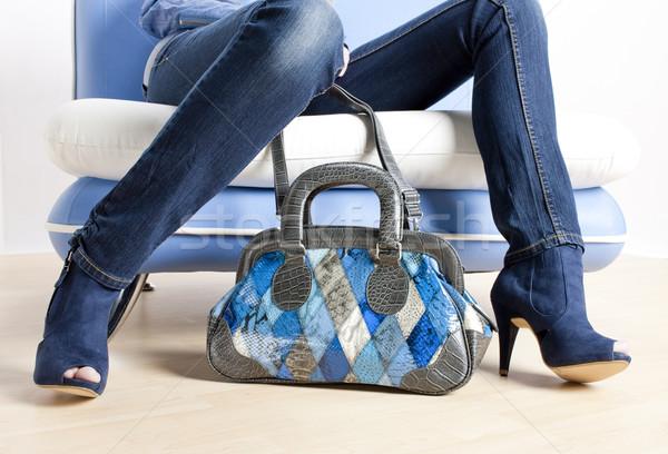 Detail Frau tragen blau Schuhe Handtasche Stock foto © phbcz