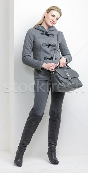 Nő visel szürke ruházat kézitáska személy Stock fotó © phbcz