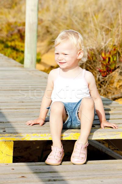 девочку сидят пешеходный мост девушки ребенка человек Сток-фото © phbcz