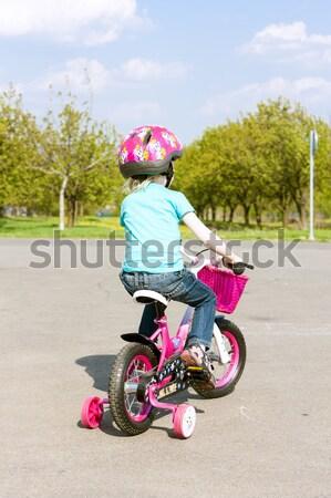 Kicsi motoros lány gyermek bicikli farmer Stock fotó © phbcz