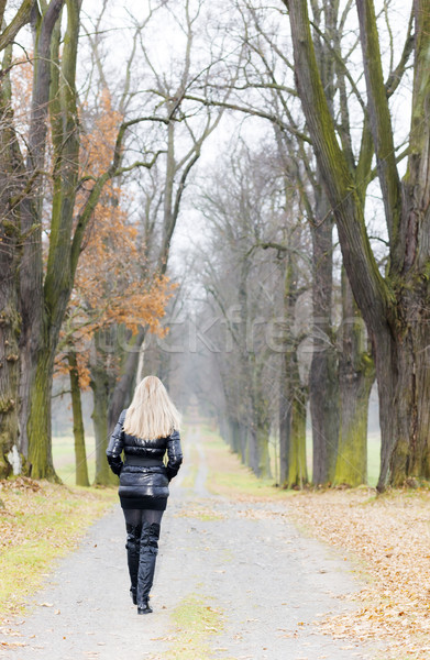 Vrouw zwarte kleding laarzen Stockfoto © phbcz