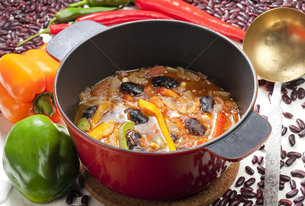 Mexican soupe aux haricots alimentaire légumes soupe pot Photo stock © phbcz