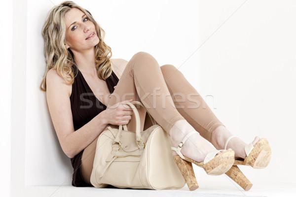 Posiedzenia kobieta lata ubrania buty Zdjęcia stock © phbcz