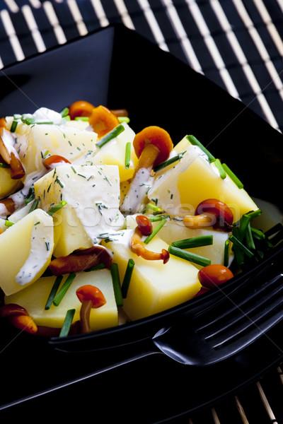 Aardappelsalade champignons dressing voedsel gezondheid salade Stockfoto © phbcz