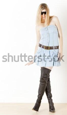 áll nő visel kék ruházat kézitáska Stock fotó © phbcz