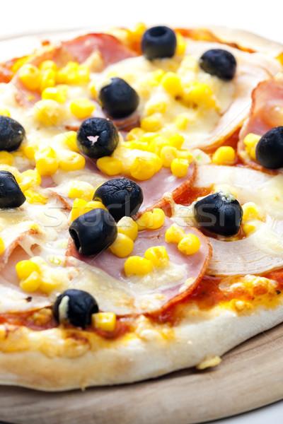 Pizza Schinken Mais Oliven Platte Essen Stock foto © phbcz