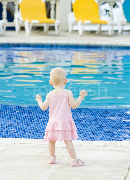 Petite fille piscine fille enfants enfant piscine Photo stock © phbcz