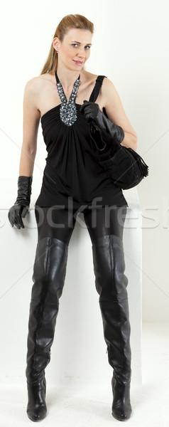 Posiedzenia kobieta czarny ubrania torebka Zdjęcia stock © phbcz