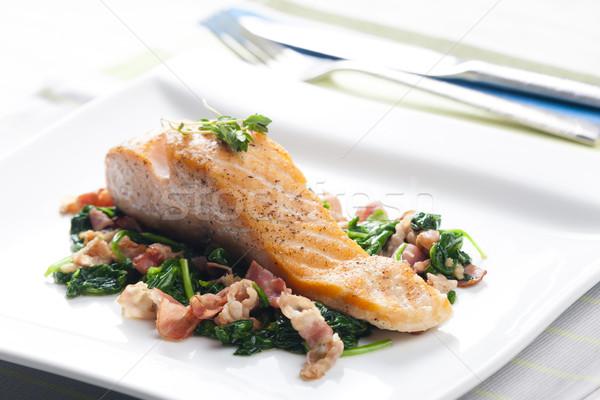 鮭 フィレット ほうれん草 ベーコン サラダ ストックフォト © phbcz