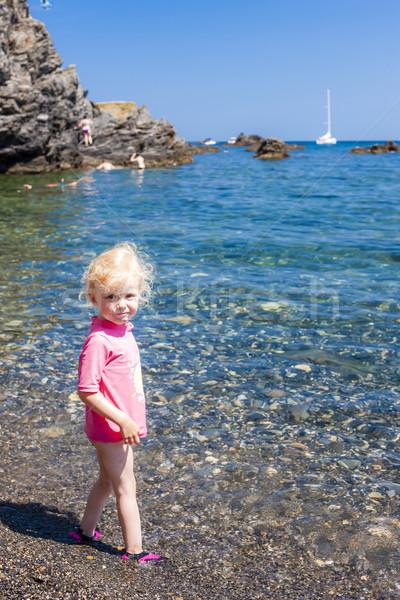 Kislány tengerpart tenger lány gyermek nyár Stock fotó © phbcz