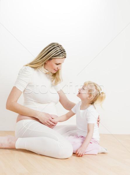 Little girl grávida mãe menina amor mulheres Foto stock © phbcz