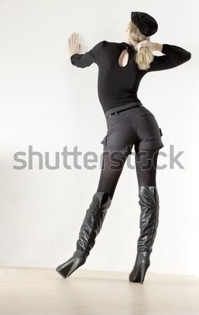 Mulher látex sessão cadeira preto sapato Foto stock © phbcz
