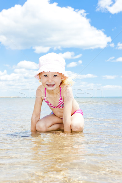 Petite fille plage mer fille enfant été Photo stock © phbcz