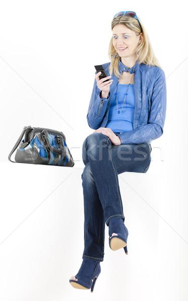 Vergadering vrouw mobiele telefoon handtas telefoon bril Stockfoto © phbcz