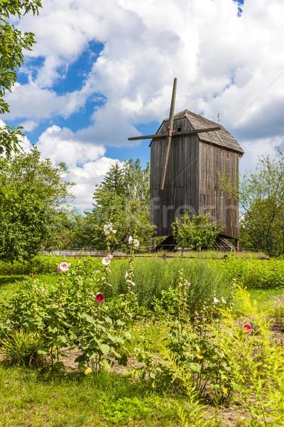 Windmolen park gebouw Europa buitenshuis Stockfoto © phbcz