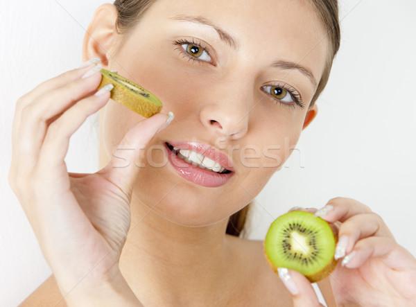 Foto stock: Retrato · mulher · jovem · kiwi · mulher · fruto · frutas