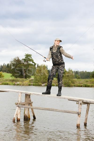 Donna pesca pier stagno donne relax Foto d'archivio © phbcz