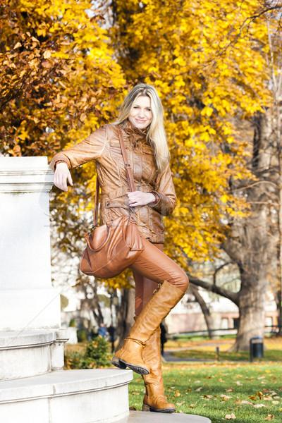 женщину Постоянный парка Вена Австрия Сток-фото © phbcz