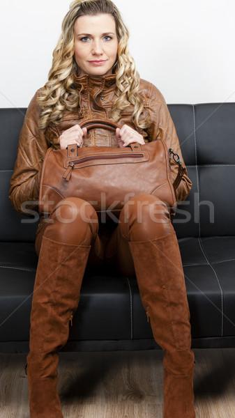 Frau tragen braun Kleidung Stiefel Handtasche Stock foto © phbcz