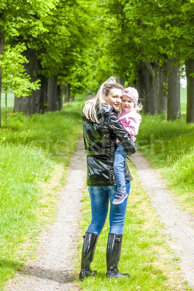 Anya kicsi lánygyermek tavasz sikátor nő Stock fotó © phbcz