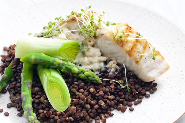 Vert poireau asperges poissons plaque Photo stock © phbcz