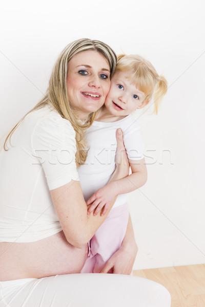 Retrato little girl grávida mãe amor mulheres Foto stock © phbcz